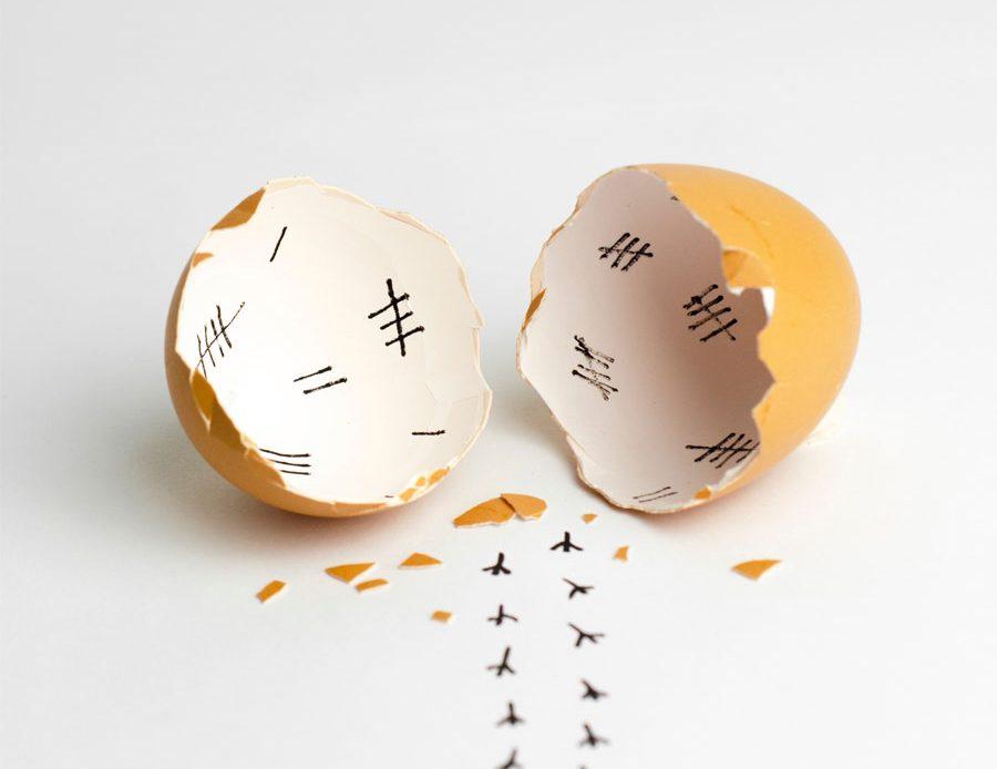 Jak obrać jajko na twardo?