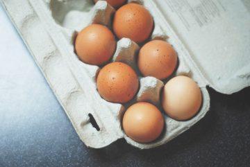 Mrożenie jajek w foremce do kostek lodu
